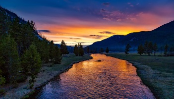 yellowstone-national-park-sunset-twilight-dusk-158489